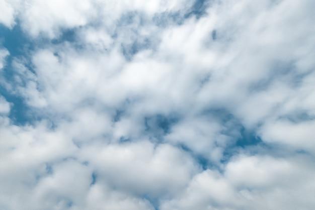 Fond de nuages moelleux