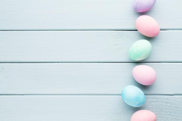 Fond d'oeufs de pâques pastel carte de voeux de printemps