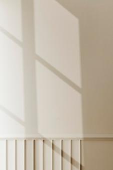Fond avec l'ombre de la fenêtre pendant l'heure d'or