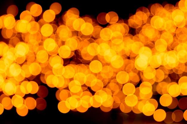 Fond d'or abstrait festif avec bokeh défocalisé et flou