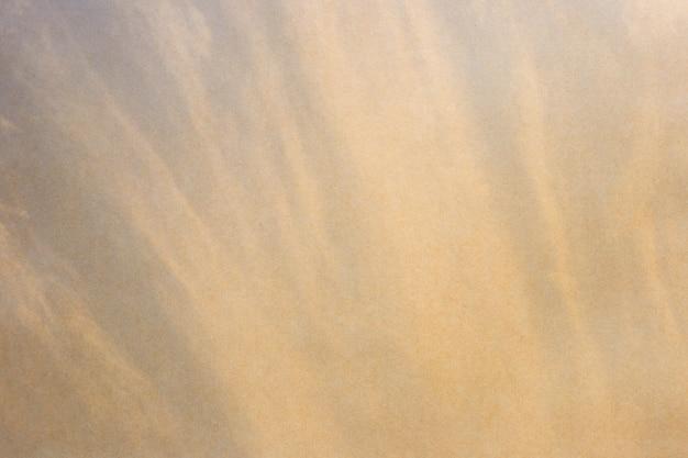 Fond de papier abstrait. ciel artistique et nuage avec la texture du papier