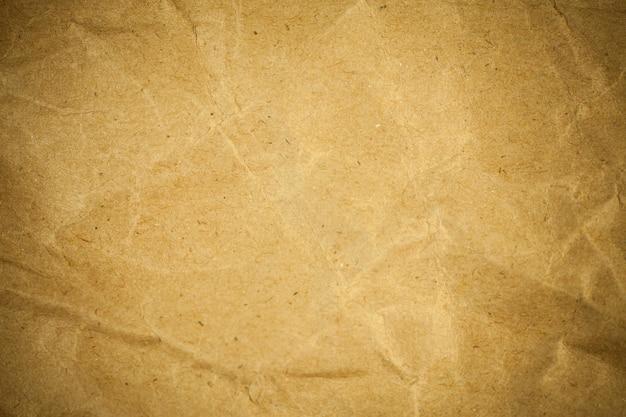 Fond de papier brun d'emballage froissé texturé.