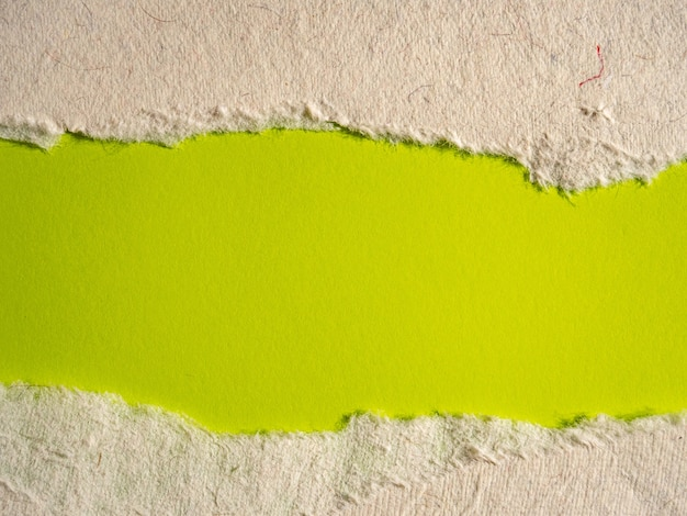 Fond de papier déchiré vert