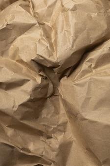Fond de papier froissé d'emballage d'artisanat brun