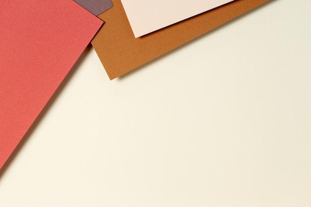 Fond de papier géométrique abstrait dans des tons de terre. fond de couleurs beige, jaune, marron
