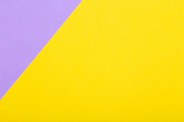 Fond de papier géométrique de couleurs jaunes et violettes. maquette à plat