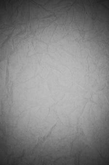 Fond de papier noir froissé.