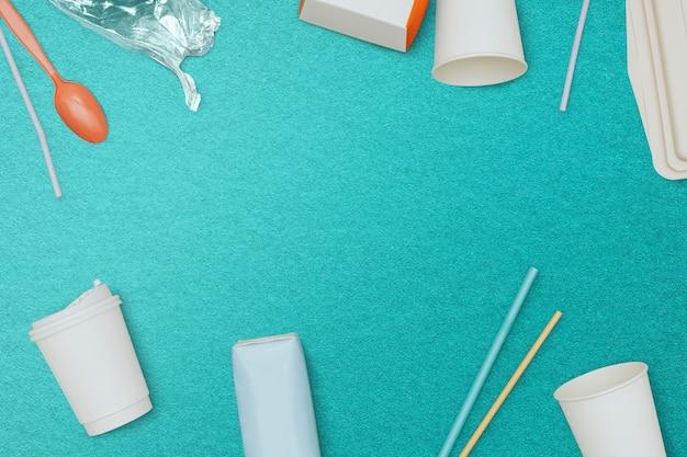 Fond de papier peint poubelle bleue, gestion des déchets du cadre de recyclage