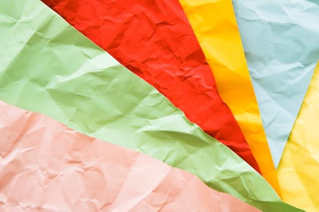 Fond de papiers froissés multicolores