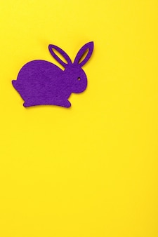 Fond de pâques. lapins colorés décoratifs