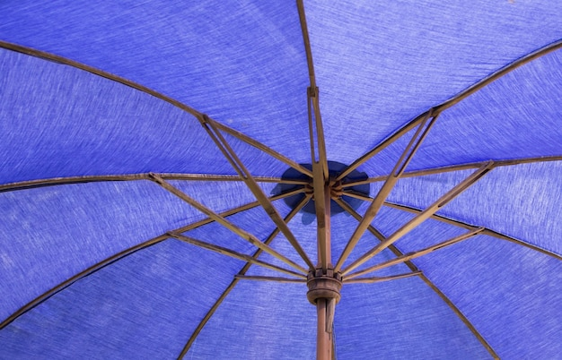 Fond de parapluie bleu