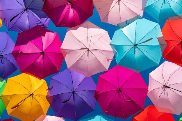 Fond de parapluies colorés