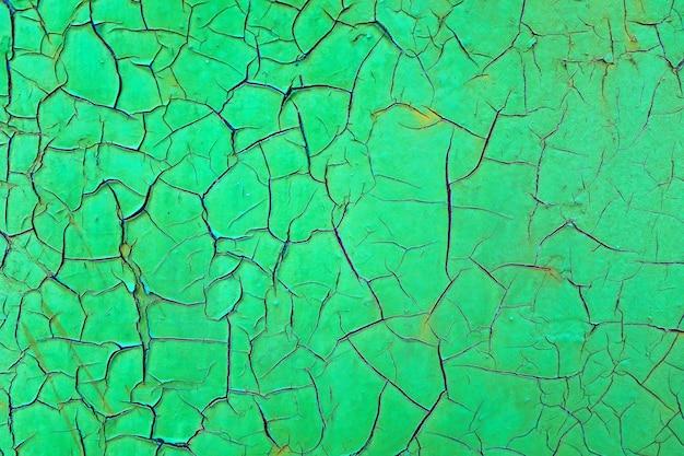 Fond de peinture verte craquelée. matériau artificiel