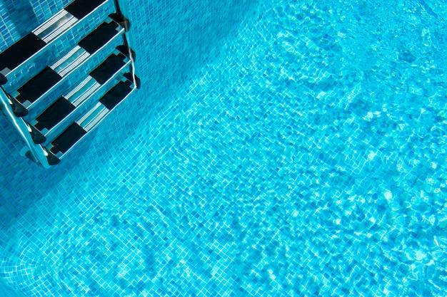 Fond de piscine