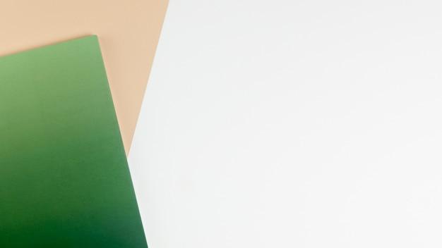 Fond plat coloré poser avec espace de copie