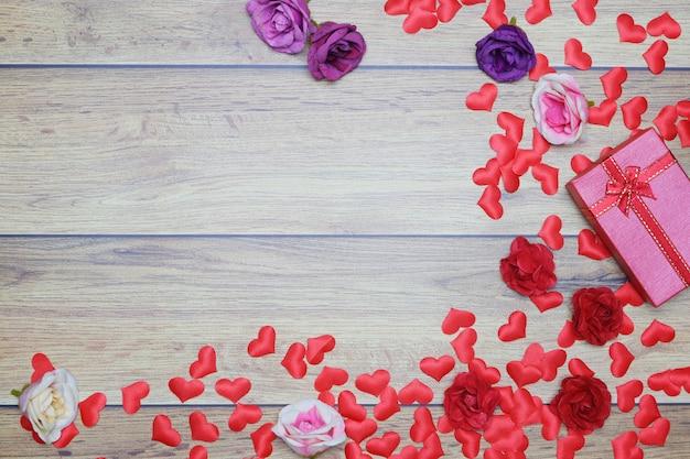 Fond plat pour la saint-valentin, amour, coeurs, coffret cadeau espace copie