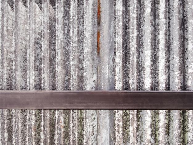 Fond plein cadre de mur de zinc ondulé