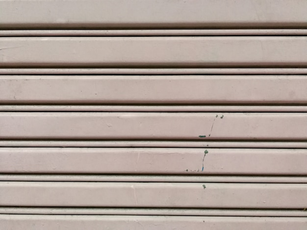 Fond de porte en métal en acier ondulé et surface de la texture.