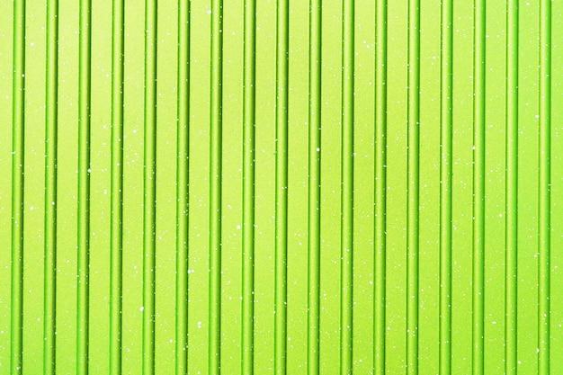 Fond rayé vert clair abstraite lumineux. texture de la casserole