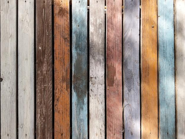 Fond rétro horizontal avec de vieilles planches en bois de différentes couleurs