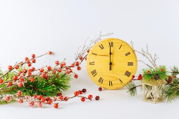 Fond de réveillon du nouvel an avec cadran et aiguille des heures montre douze heures