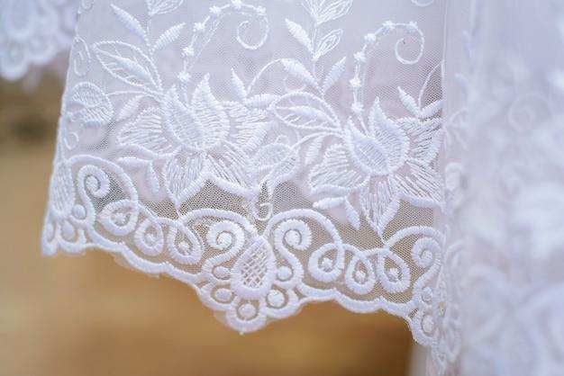 Fond de robes de demoiselle d'honneur ourlet ajouré