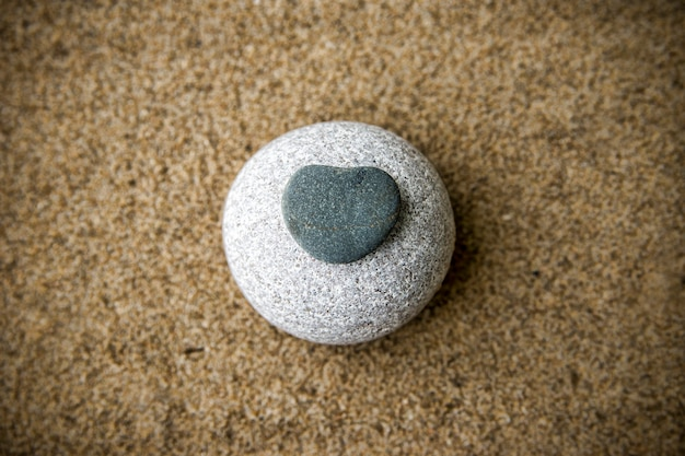 Fond de roches et de sable se bouchent