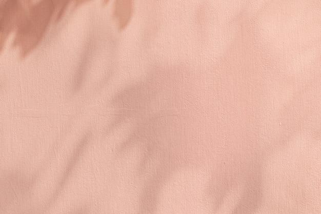 Fond rose ombre avec texture de ciment