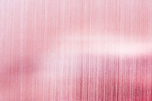 Fond rose avec papier peint à rayures blanches