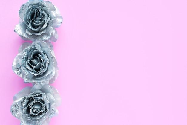 Fond rose pour le texte avec des roses scintillantes argentées.