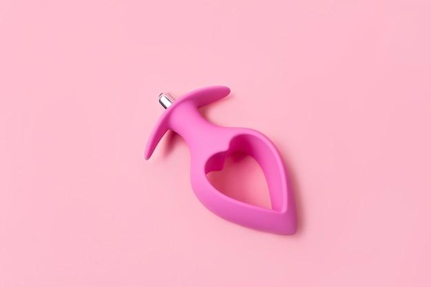 Sur fond rose, produit de sexe, un jouet pour adultes