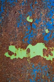 Fond de rouille en métal, acier de dégradation, texture en métal avec rayures et fissures, mur rouillé