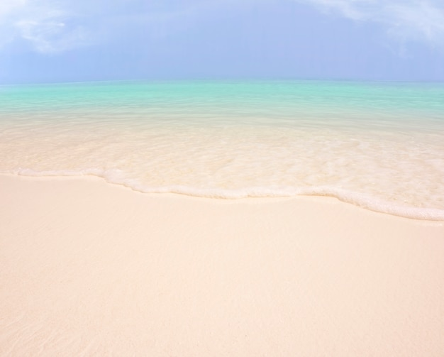 Fond de sable et de ciel de mer