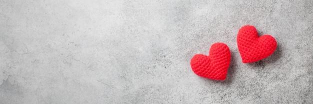 Fond de saint valentin avec des coeurs rouges