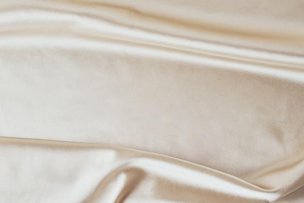 Fond de soie clair doré avec plis.