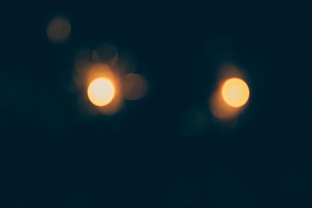 Fond sombre des lumières de bokeh