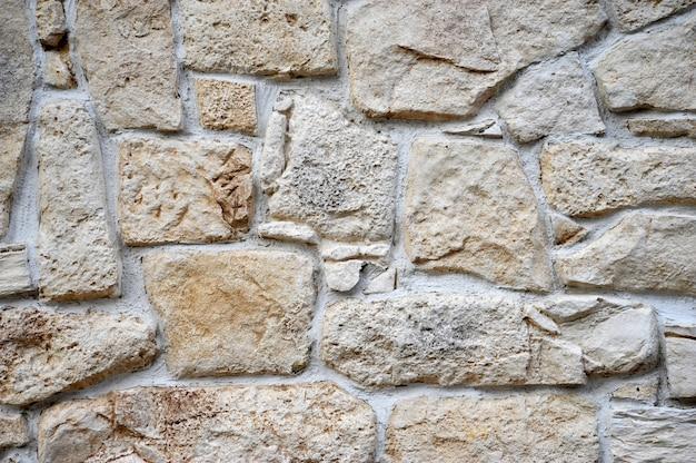 Fond sous la forme d'un mur de pierre ou de blocs