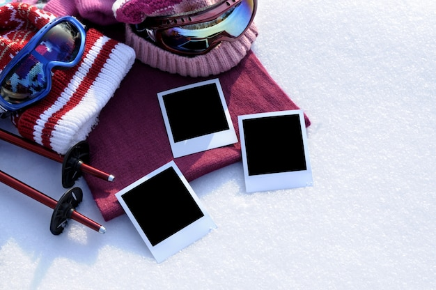 Fond de sports d'hiver avec des impressions de photos vierges