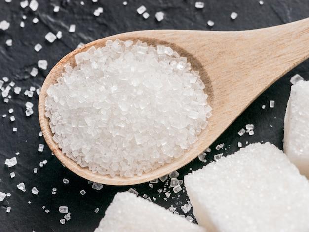 Fond de sucre blanc sur fond noir