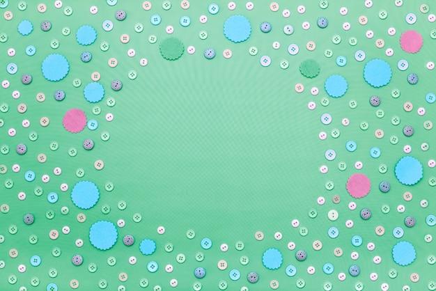 Fond de texte cadre décoratif de boutons colorés.