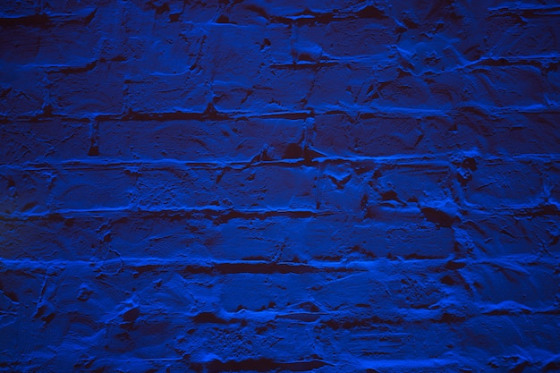 Fond de texture mur brique bleu néon grunge.