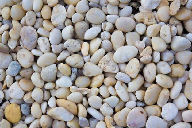 Fond et texture de pierre de galets blancs et jaunes