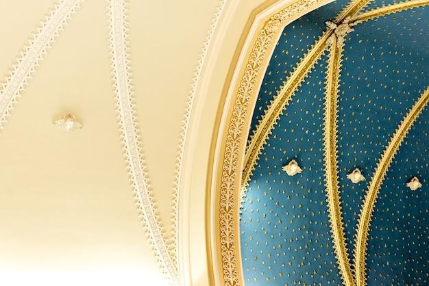 Fond de texture de plafond d'église catholique.