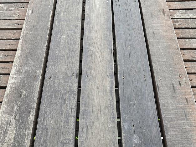 Fond de texture de plancher de panneau de bois patiné naturel.