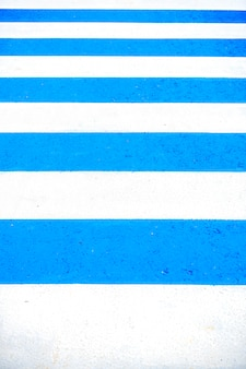 Fond et texture avec sol bleu et ligne blanche de piste de course, espace copie