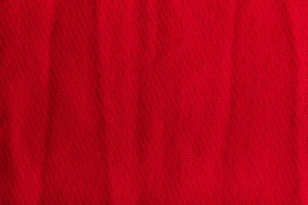 Fond texturé en tissu de laine rouge. surface froissée.