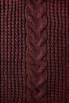 Fond de texture tricoté d'un pull rouge d'hiver. style hippie. traditions de noël.