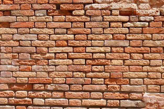 Fond texturé de vieux mur vintage avec beaucoup de briques