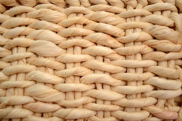 Fond de tissage en osier, texture, gros plan entrelacé de paille