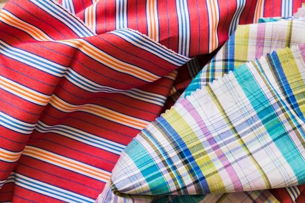 Fond de tissu plié coloré